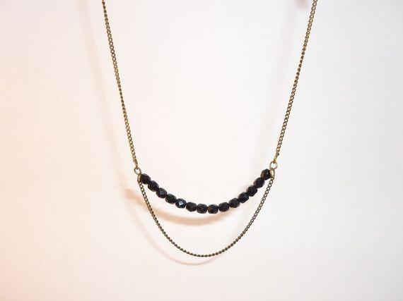 Sautoir glam chic perles noires en verre de bohème chaine bronze maillons fins