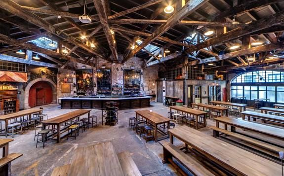 Great interior space - would be a good look for a burger/beer restaurant