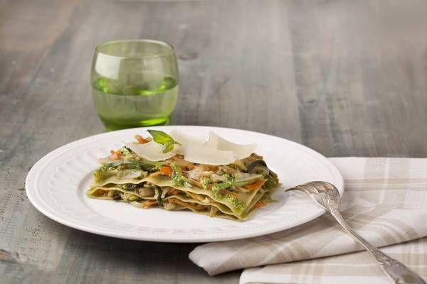Dirección de Arte. Receta de Lasaña con espinacas, verduras y salsa pesto - Gallina Blanca