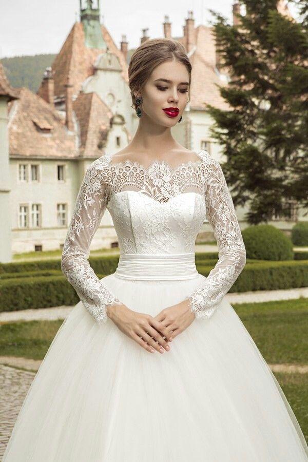 Lace sheath wedding dress ukraine