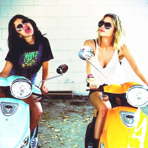 I can't wait for some sunshine in my life ♥: Shorts Layered, Selena Gomez, Photos Galleries, Best Friends, Selenagomez, Spring Breakers, Bestfriends, Ashley Benson, Friends 3