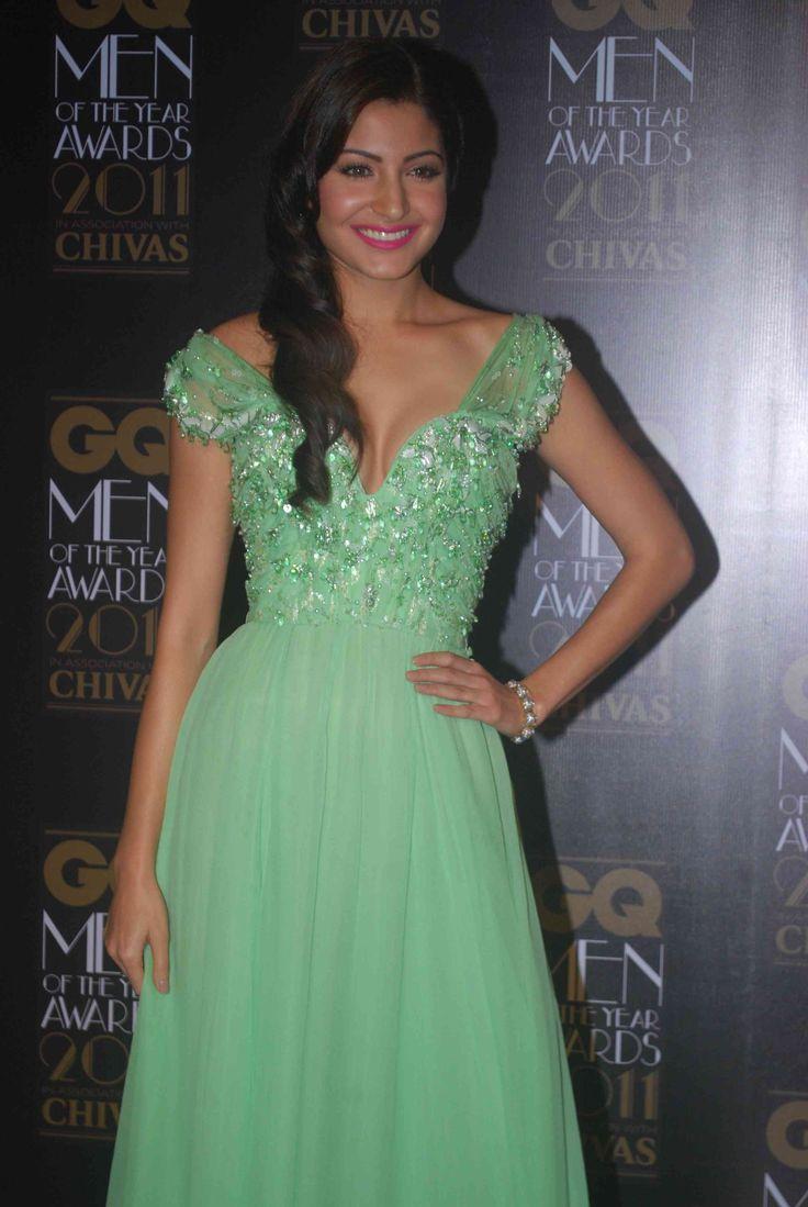 Anushka Sharma Hot Cleavage In Green Dress - Data Download