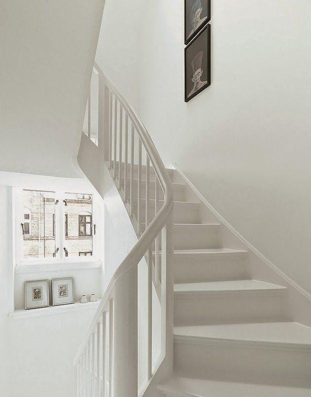 A striking black and white Danish home. Nuevo Estilo
