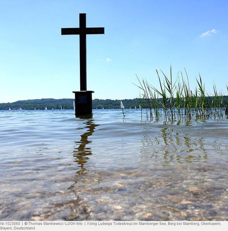 König Ludwigs Todeskreuz im Starnberger See, Berg bei Starnberg, Oberbayern, Bayern, Deutschland