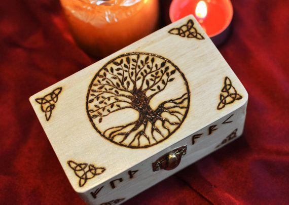 Yggdrasil Wikinger Box Lebensbaum Runen Box von TheNorseWind