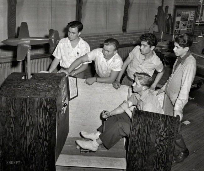 Flight simulator in 1942