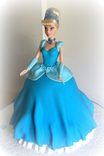 Cinderella By ellawillow on CakeCentral.com  I have a couple of girls in mind for this one =)