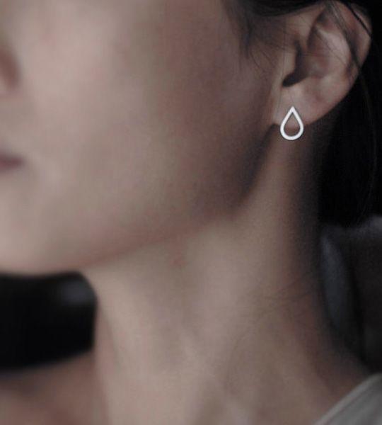 Drop ørestikker – Sølv – Elegante Drop øreringe i sølv, med skarpskårne kanter for et funky præg. De perfekte ørestikker til hverdagsbrug.  Håndlavet i Paris for Stjernefund