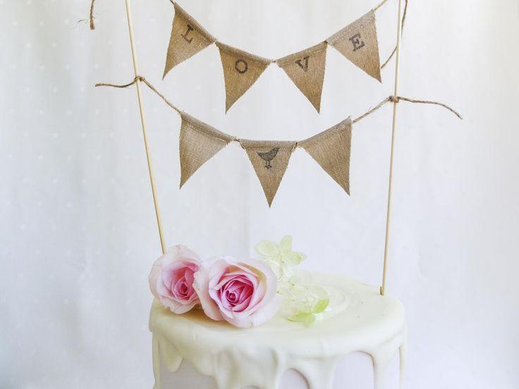Hochzeitsgirlanden - Wimpelkette Hochzeitstorte Jutefarben LOVE - ein Designerstück von Candelle-Naehdesign bei DaWanda