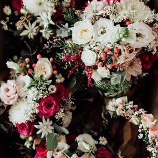 Stunning flowers by @merringracefloraldesign 📸by @laurenannephotography #florals #beautifulweddingflowers #professionalflowers #professionalphotography #chrisandanique40317