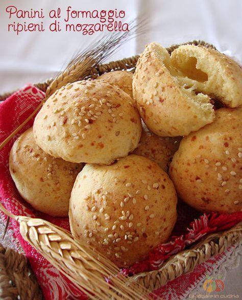 Panini al formaggio ripieni di mozzarella http://blog.giallozafferano.it/graficareincucina/panini-al-formaggio-ripieni-di-mozzarella/