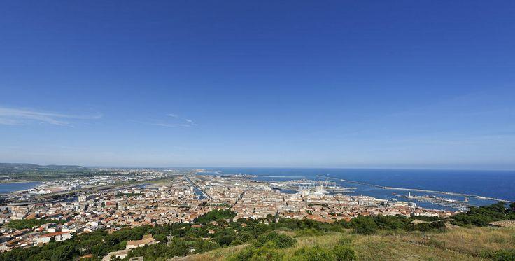 La vue panoramique sur Sète depuis le Mont Saint Clair http://www.tourisme.fr/paroles-office/8/mont-saint-clair-de-sete-vue-panoramique.htm Crédit : JP Degas