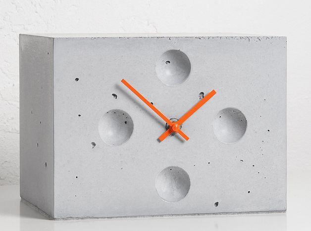Betonuhr, Tischuhr, eckig // concrete clock by Objektdesign Dirk Krähmer via DaWanda.com