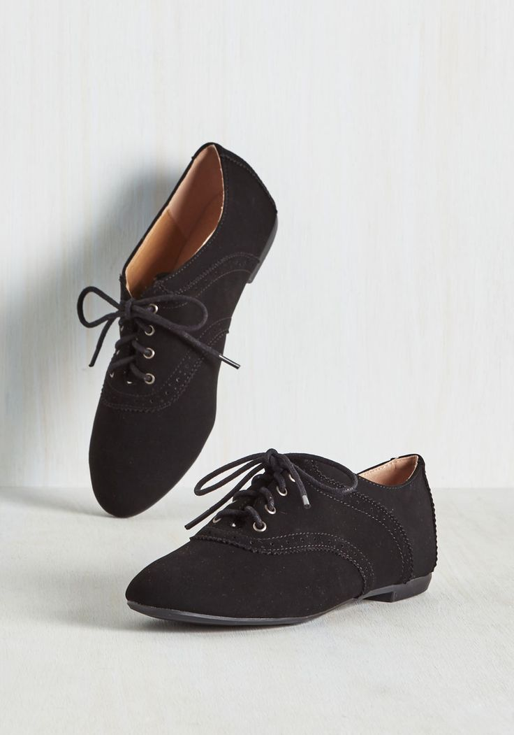 Academic Excellence Flat. Flaunt your knowledge of fashionable footwear by trotting between classes in these black Oxford flats! #black #modcloth
