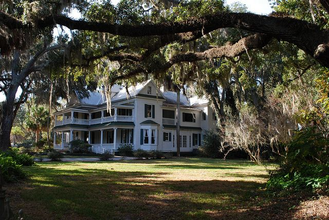 Plantation Houses Old South | it's great that you used the surroundings to frame the object ...