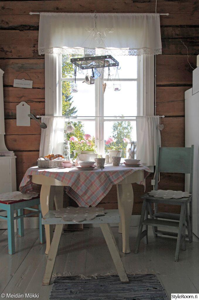 kahvipöytä,hirsiseinä,mökki,huvila,maalaistalo