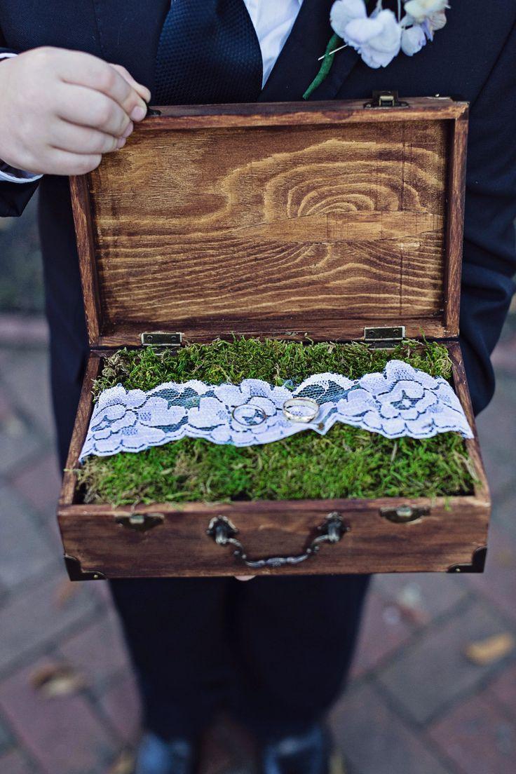 Wedding Ring Box | Christina Karst Photography | Theknot.com #alianzas, #portaalianzas, #bodas, #novias