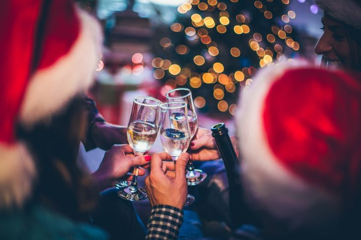Bij een kerstdiner hoort natuurlijk een glas wijn. Maar als je op je calorie-inname wilt letten, is wijn dan wel zo'n goede keuze? Kun je dan misschien niet beter voor een likeurtje gaan? De meest gezonde keuze is natuurlijk de alcohol laten staan en kiezen voor water, thee en koffie zonder suiker en melk. Deze…