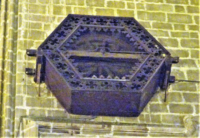 Redescubriendo Barcelona Y Más Allá 2 03 05 2019 Miradas A La Catedral De Barcelona Lv Catedral Caja Hexagonal Tallado En Madera