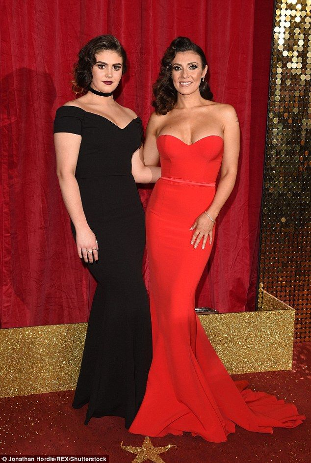 kym marsh flaunts hourglass curves at british soap awards