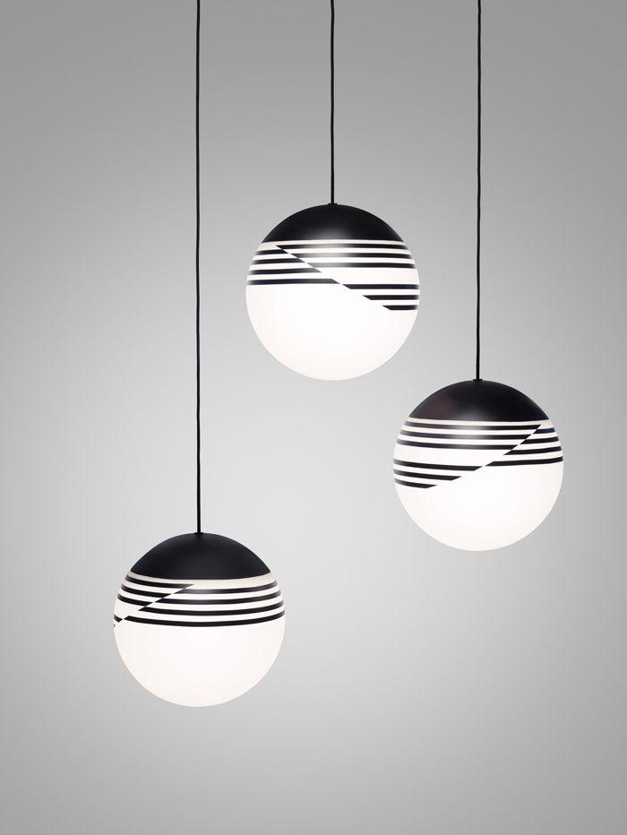 Stunning black & white pendants #furniturehunters | Salon de Milan 2016: nos coups de cœur Suspension Optical (Lee Broom)