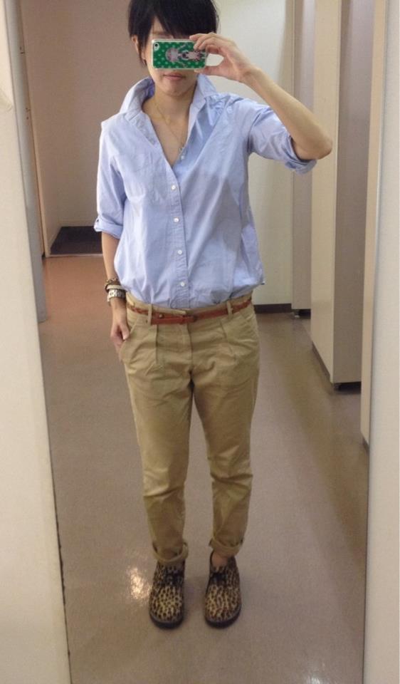 シャツはジャーナル、パンツはGAP、靴ビームス。オックスフォードシャツは脇汗目立つ。脇パット必須‼