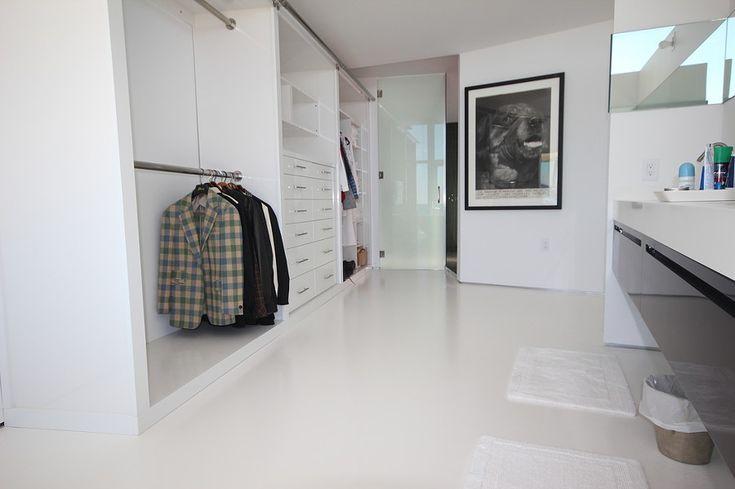 Son los materiales de moda en estos momentos gracias a su precio y sus excelentes acabados. La resina epoxy y el microcemento son dos materiales con usos similares y muchas características comunes.¿Sabes cuál es mejor para tu...