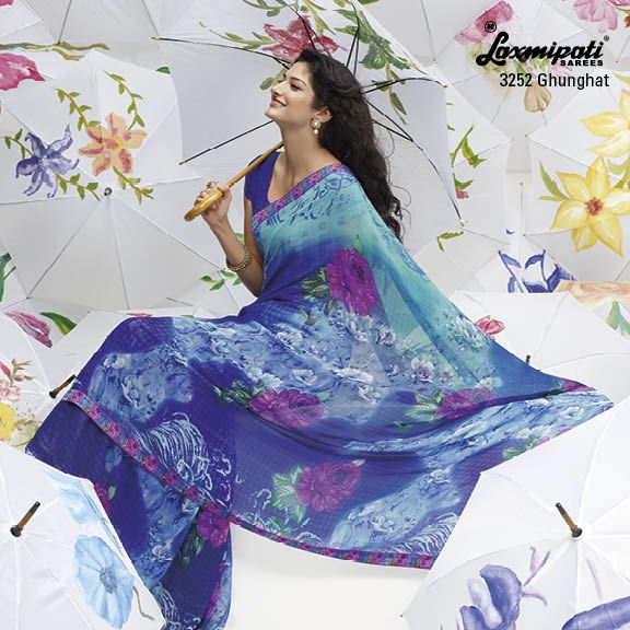 Sky blue & blue color are a color of cloud... given to this beautiful saree with stupendous floral prints.