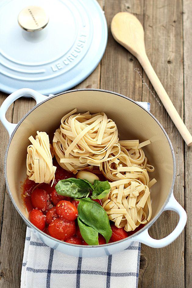 Tutto in pentola: pasta al pomodoro One Pot  | #vegan #vegetarian