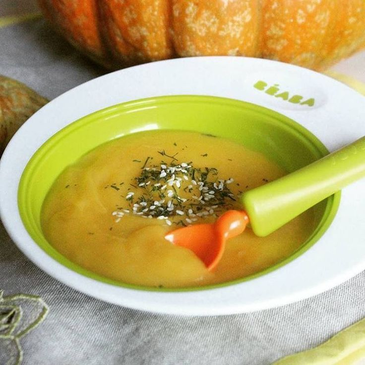 В продолжение тыквенной темы🎃одиним из первых и любимых супов сына делится  @vikki_mama_ Крем-суп из тыквы #gotovimdetyam_суп 🎃я,кстати этот простой суп,для себя открыла именно благодаря тому что готовила сынуле🤗 🎃рецепт:100гр тыквы,1 небольшая морковь,1 средний картофель,1/2луковицы,соль,зелень. 🎃овощи моем, чистим,отвариваем до готовности тыкву,морковь,картофель. лук мелко режем и слегка обжариваем на оливковом масле.готовые овощи смешиваем,доливаем 6-7 столовых ложек овощного бульона…