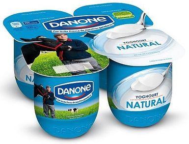 Los envases de los yogures en un material que pueden conseguir facilmente los niños, y los podemos utilizar para realizar unos bonitos y decorados botes para guardar lapiceros, o incluso juntando dos podemos hacer unas maracas.