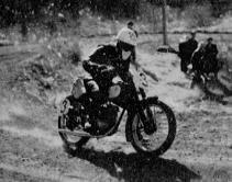 125cc 惜しくも R の野口種晴(ヤマハ)  1955 浅間高原レース