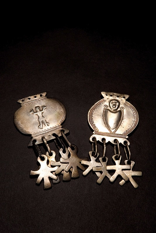 Mapuche jewelry, from South America. Love these.