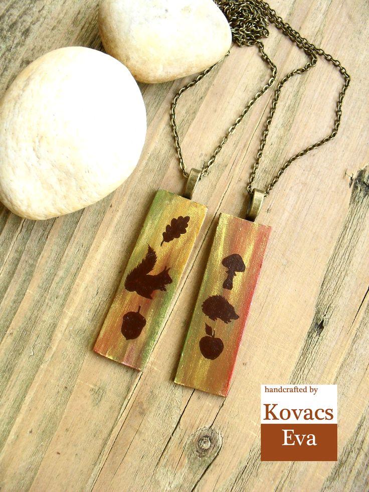 Festett bőr lánc sünivel és mókussal. Hand painted leather necklace with hedgehog and squirrel.Woodland jewelry.