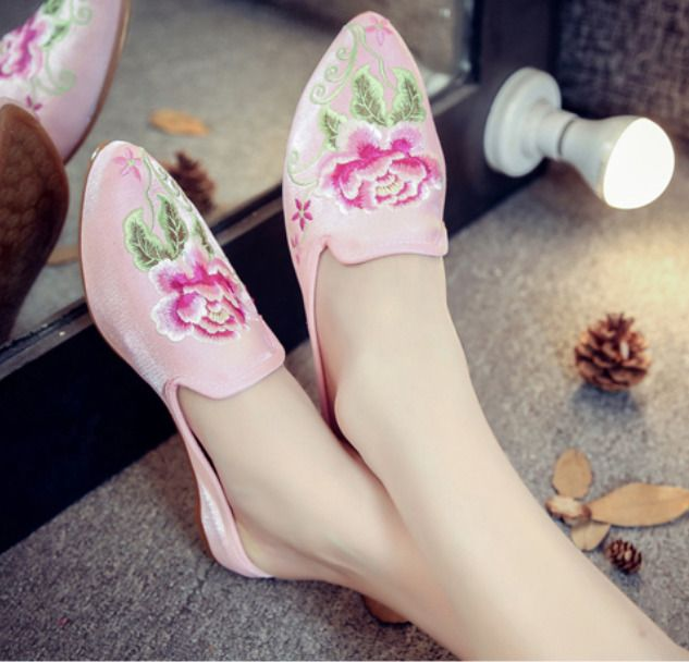 Womens Pointed Toe Embroidery Floral Slippers Flat Heels Shoes Retro Chia Style