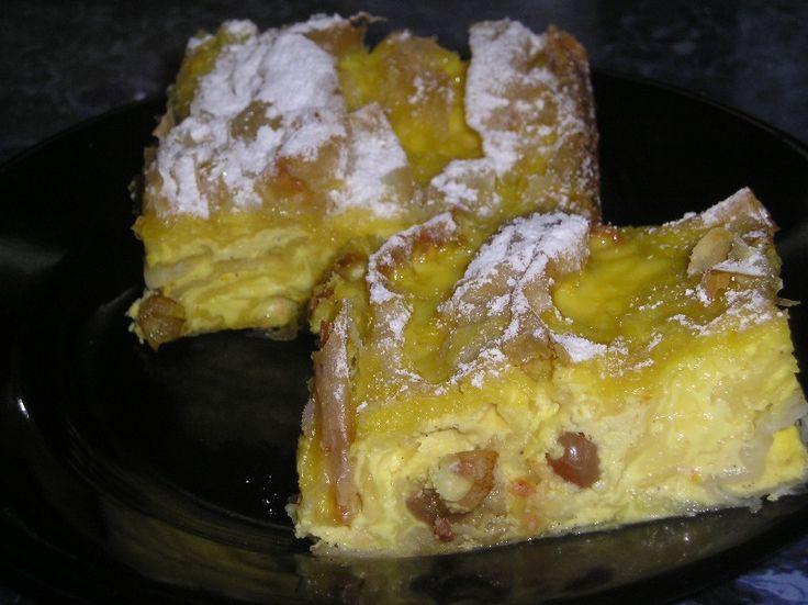 Reteta culinara Placinta creata cu branza dulce si stafide din categoria Dulciuri. Cum sa faci Placinta creata cu branza dulce si stafide