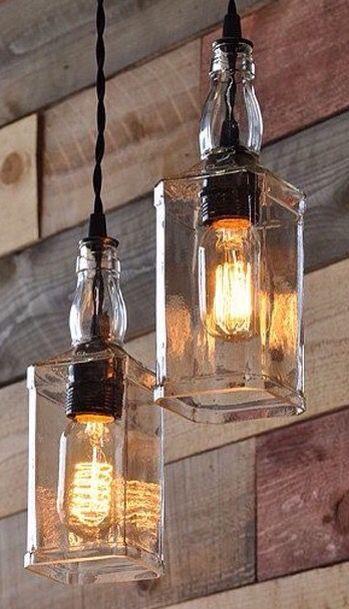 Luminária com garrafa de bebida