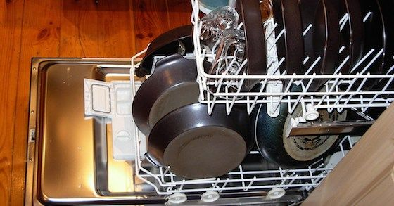 This+simple+and+easy+to+make+dishwasher+detergent+recipe+makes+natural+cleaning+easy.+Inexpensive,+natural+and+effective+-+all+without+borax!