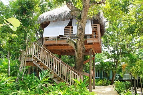 A cool and fab treehouse at couples negril in jamaica for Cool vacations for couples