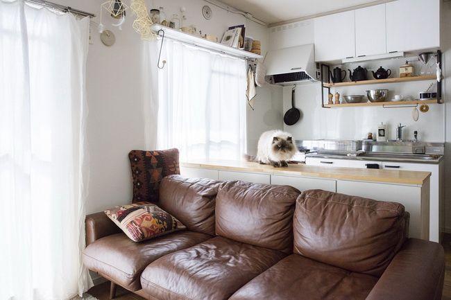 ものをなるべく外に出さないキッチン。見えても素敵なものだけを飾りながら収納
