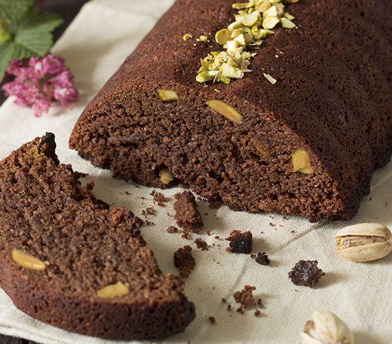 Deze hemelslekkere chocolade-amandelcake is gemaakt van amandelmeel en bevat geen bloem. Dat maakt hem ook geschikt voor mensen die glutenvrij moeten eten.