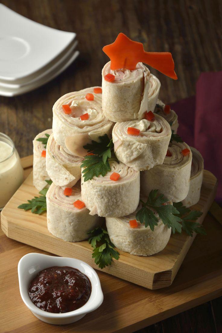 Si estás planeando la cena navideña, solo que estás segura de que no vas a tener tiempo para preparar una botana, te tenemos la solución. Te presentamos una receta muy sencilla y deliciosa, rollitos de tortilla de harina rellenos de jamón y queso crema con especias, es la botana navideña perfecta.