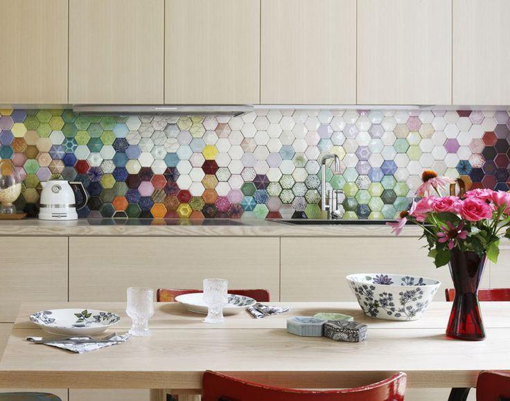 This is SO PRETTY! Hexagon backsplash by Finnish ceramic artist Heini Riitahuhta. Via Gloria . ...