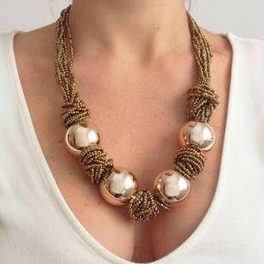 Collar de tiras de abalorios combinando nudos y bolas plateadas. Collar estilo étnico Cierre con cadena y mosquetón Largo de 25 cm. €9