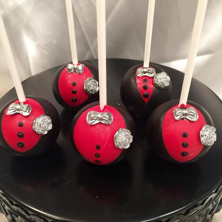 #chocolatecoveredstrawberries #chocolate #red #black #silver #tuxedo #cakepops #pretzels #epic #events #explore #chocolatecoveredapples #candyapples #popularpage #popularpic #photooftheday #gram #tap #doubletap #brand #indulgewithclass #sashjasweettreats