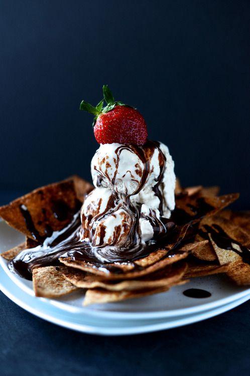 Dessert Nachos ice cream strawberry chocolate caramel sauce ♥ Dessert