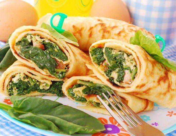 Zeleninové palacinky so špenátom, šunkou, rajčinami a syrom