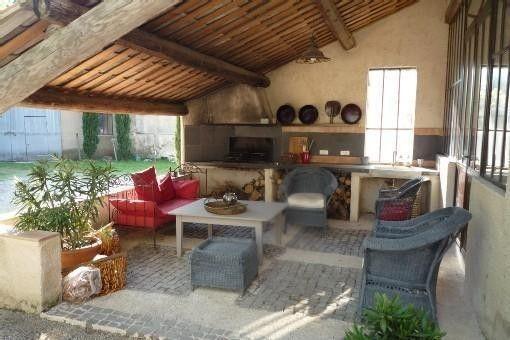 Location vacances mas L'Isle sur la Sorgue: Superbe et trés agréable salon apero barbecu/plancha donnant sur parc et loft