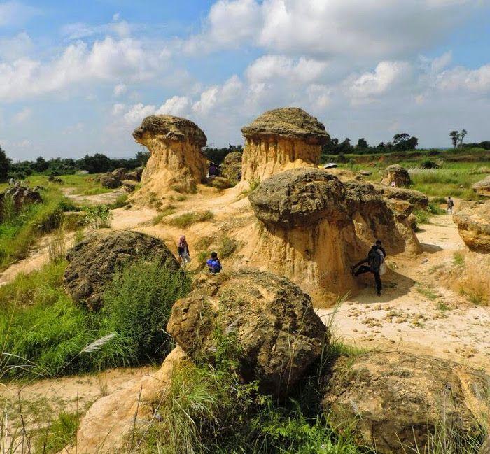 Bukit Jamur. Sebuah tempat wisata unik yang merupakan bekas penambangan batu kapur di Gresik, Jawa Timur #wonderfulindonesia