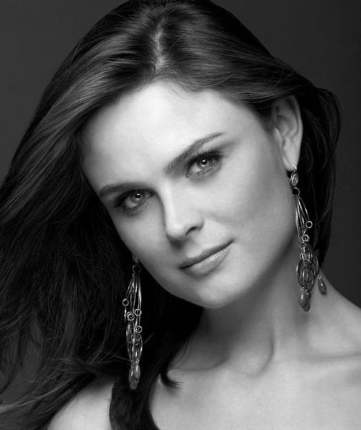 Slikovni rezultat za emily deschanel black and white